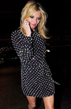 http://www.theclotheshoarderscloset.com/wp-content/uploads/2014/01/Kate-Moss-black-jewelled-dress1.jpgからの画像