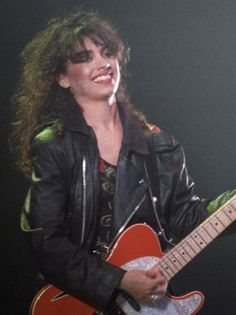 Susanna Hoffs, Anne Sexton, Female Guitarist, My Destiny, Rock Legends, Cool Guitar, Kinds Of Music, Beautiful Smile, American Singers
