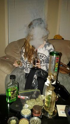 she's got the vibe of a stoner Girl Smoking, Smoking Weed, Smoking Room, Weed Girls, 420 Girls, Smoke Photography, Stoner Art, Pipes And Bongs, Buy Weed Online