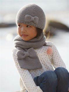 recommends for Girls Stulpen Easy Knit Hat, Knitted Hats Kids, Knitting For Kids, Kids Hats, Hand Knitting, Baby Knitting Patterns, Baby Hat Patterns, Knitted Baby Cardigan, Knitted Headband