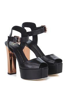 GIUSEPPE ZANOTTI - Sandalo alto - Donna - Sandalo alto in pelle con cinturino alla caviglia e suola in cuoio. Tacco 130, platform 40 con battuta 90. Tacco effetto metallico. - NERO - € 625.00