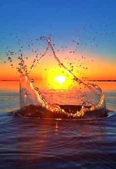 Awesome splash sunset - amazing photography
