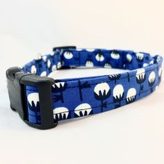 Summer is coming and a fun graphic blue cotton ball print collar is just the thing for your pup to feel footloose and fancy free!