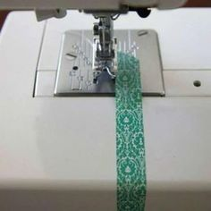 Easy sewing hacks are available on our internet site. Check it out and you wont be sorry you did. Sewing Hacks, Sewing Tutorials, Sewing Crafts, Sewing Tips, Techniques Couture, Sewing Techniques, Sewing Equipment, Diy Couture, Love Sewing