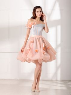 Two Toned Off the Shoulder Flower Embellished Organza Graduation Dress Brands:AmarantaFreeship:YESModel Name:QueridaTailoring Time (Standard):15-20 DaysTailoring Time (Rush Order):10-15 DaysSilhouette:A-LineNeckline:Off the…