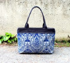 Lovely Patterned Tote Bag in Grey with Royal Blue