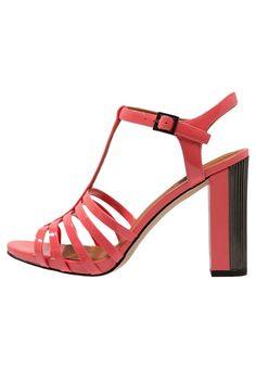 Via Aldoor kun je ook heel veel hakken/pumps en andere geweldig mooie schoenen in de uitverkoop vinden! Betaal nooit meer te veel en shop je schoenen met korting via Aldoor. Ook deze beauties vind je met maar liefst €30 korting! #mode #schoenen #hakken #pumps #stiletto #sandalen #dames #vrouwen #sale #fashion #shoes #heels #sandals