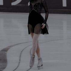 Ice Aesthetic, Aesthetic Girl, Figure Ice Skates, Figure Skating, Jasmine, Skating Pictures, Spin Out, Ice Skaters, Ice Princess