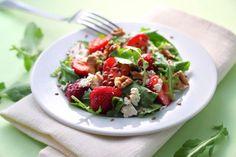 Rucola-Salat mit Erdbeeren und Ziegenkäse