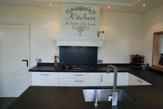 muursticker voor de keuken met de tekst ''kitchen the heart of the home''  afmetingen: - 35x35 - 60x60...