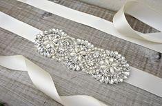 Taillengürtel - Strass Brautgürtel, elfenbein, Hochzeitsband - ein Designerstück von ConstanceHandcrafted bei DaWanda