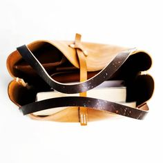 Handmade tote bag #handmade #leathergoods #leathercraft #handdyed #handstitched #leatherworks #手工皮具 #托特包