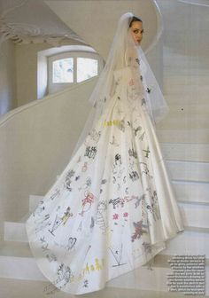 Angelina Jolie's wedding dress, designed by Luigi Massi, master tailor at Atelier Versace, featured artwork from her kids on the back of the gown and veil #wedding #dress #ideas #angelinajolie #brangelina #mwri