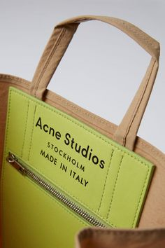 Acne Studios Baker brown is a tote bag based on a paper grocery bag. Paper Grocery Bags, Sacs Design, Leather Workshop, Mode Blog, Carry All Bag, Hermes Handbags, Fabric Bags, Casual Bags, Small Shoulder Bag