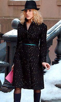 --- Sarah Jessica Parker - SATC - Carrie Bradshaw - set - sex and the city - spotted coat - ribbon belt - clutch