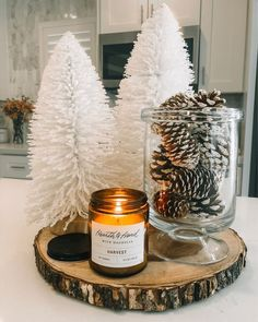 Christmas Room, Noel Christmas, Christmas Candles, Christmas Living Rooms, Christmas Fireplace, Christmas Kitchen, Christmas Candle Centerpieces, Pinecone Centerpiece, Pinecone Decor