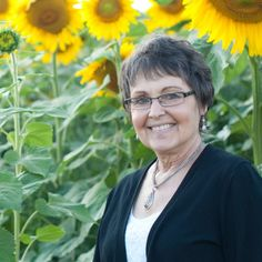 A Grieving Husband Planted Four Miles of Sunflowers in a Loving Tribute to His Wife