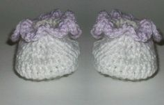 Frilly baby booties--free pattern