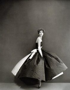 Photo by Richard Avedon, 1950s.