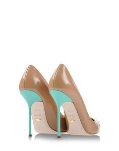 Sergio Rossi pumps in nude matt leather and turquoise stiletto heels. #shoes #classic #timeless #color #fashion