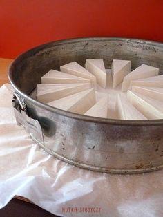 Nutka Słodyczy: Sernik brzoskwiniowy na zimno (a'la Zila cake) Serving Bowls, Baking, Tableware, Cake, Decorations, Kitchens, Projects, Dinnerware, Bakken