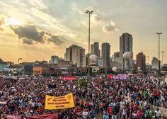 O Fora Temer unificou os atos contra o golpe realizados pelo Brasil neste domingo (31). Segundo a Frente Povo Sem Medo, 60 mil se concentraram no Largo da Batata em São Paulo. Após a concentração milhares saíram em passeata para protestar nas proximidades da casa do presidente interino Michel Temer. As manifestações aconteceram no Brasil em 30 cidades e em algumas metrópoles do exterior. A Frente Povo Sem Medo, organizadora dos atos, trouxe o mote do plebiscito para as ruas.