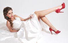 Noivas de sapato colorido, é a novidade entre as noivas brasileiras. Mas deve-se tomar cuidado com algumas coisas para escolher o sapato!