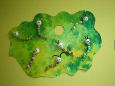 La chenille qui fait des trous (album) Eric Carle, Nokia Ringtone, Very Hungry Caterpillar, Art Plastique, Art Projects, Images, Christmas Ornaments, Centre, Holiday Decor