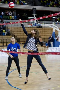 """I love Kate Middleton. Is 5'10"""", plays volleyball in wedges  anyway. . . 88 days after giving birth."""