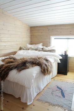cosy bedroom with wooden walls, remake Svenngården