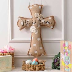 Celebrate Easter with the He Is Risen Burlap Cross! This charming decoration reflects the beauty of the holiday with fabric flowers, jewels, and polka dots. Crafts For Teens To Make, Crafts To Sell, Easy Crafts, Diy And Crafts, Wood Crafts, Burlap Christmas Decorations, Christmas Swags, Christmas Christmas, Natal Diy