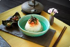 What to do with leftover rice? Make Salmon Ochazuke. Japanese Dishes, Japanese Food, Oyster Sauce Chicken, Onigiri Recipe, My Favorite Food, Favorite Recipes, Rice Porridge, Salmon And Rice, Leftover Rice