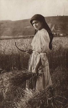 vintage Romanian woman at work Antique Photos, Vintage Photos, Old Pictures, Old Photos, Romania People, Romanian Women, Animal Masks, Historical Pictures, Photo Reference