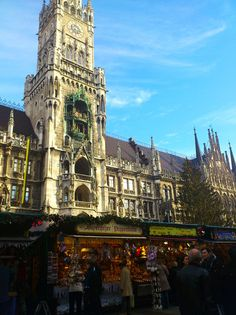 here-comes-the—sun submitted: The Christmas market in front of the town hall on Marienplatz, München (Bayern)