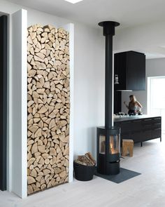 .Wood storage. Log Burner, Wood Storage, Country Kitchen, Home Decor Inspiration, Ground Floor, Interior Styling, Firewood, Tiny House, Family Room