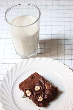 Brownie Vegan Vegan Food, Vegan Recipes, Brownies, Gateaux Vegan, Le Cacao, Glass Of Milk, Crushes, Pudding, Chocolate
