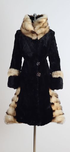 Vintage Coats Vintage Sheared Beaver and Fitch Fur Coat image 9 - 20s Fashion, Fashion History, Timeless Fashion, Vintage Fashion, Fur Coat Fashion, 1920s Outfits, Vintage Outfits, Fur Coat Outfit, Fur Trim Coat