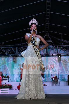 Karina I. Diciendo un mensaje a la gente de Zapotlán