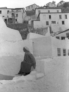 © Henri Cartier-Bresson/Magnum Photos //  GREECE. 1937. Greece Photography, Candid Photography, Street Photography, Henri Matisse, Henri Cartier Bresson Photos, Ernesto Che Guevara, Dream Pictures, Marie Curie, French Photographers