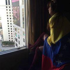 Marina Jimenez, un día antes de Las Elecciones Parlamentarias en Venezuela, Muestra su Compromiso y Solidaridad.. Deseando lo Mejor para Nuestro País..