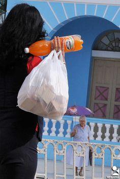 https://flic.kr/p/U279rC | las tunas cargas (6) | ciudadanos de Las Tunas en su ir y venir cotidiano con cargas