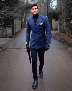 The Best Street Style Inspiration & More Details That Make the Difference MensFashionClassy is part of Mens winter fashion - Best Street Style, Cool Street Fashion, Der Gentleman, Gentleman Style, Mens Fashion Suits, Mens Suits, Mens Winter Suits, Classy Mens Fashion, High Fashion Men