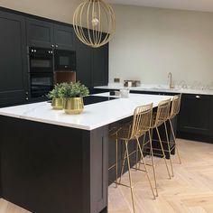 Black Gloss Kitchen, Dark Kitchen Floors, Charcoal Kitchen, Black Kitchen Island, White Marble Kitchen, Black Kitchen Cabinets, Kitchen Stools, Black Kitchens, Kitchen Flooring