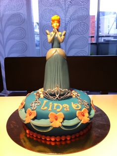 Cinderella cake for a little birthday girl. So cute!