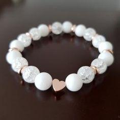 na přání pro Vás připraví Barbora Slavíková / Minerální náramky.  Bracelet Crafts, Jewelry Crafts, Cute Friendship Bracelets, Beaded Jewelry, Beaded Bracelets, Homemade Jewelry, Bijoux Diy, Crystals And Gemstones, Bracelet Patterns