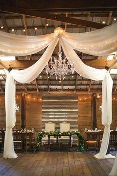 Elegant Vinewood Barn wedding sweetheart table