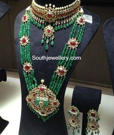 Emerald Necklace latest jewelry designs - Page 2 of 59 - Indian Jewellery Designs Italian Gold Jewelry, Mens Gold Jewelry, Clean Gold Jewelry, Bridal Jewelry, Gold Jewellery, Indian Jewellery Design, Indian Jewelry, Jewelry Design, Beaded Choker
