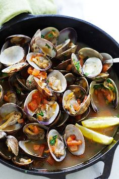 Italian Sauteed Clams - Skillet sauteed clams with garlic, tomatoes, white wine and parsley. This recipe tastes just like restaurants straight from Italy | rasamalaysia.com