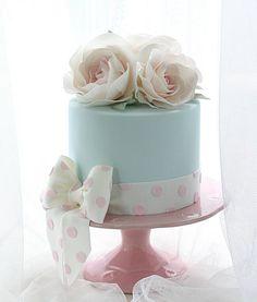 Polka Dots and Roses - lesleamatsiscakes
