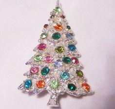 18 Christmas trees Pins you might like Christmas Tree Costume, Jewelry Christmas Tree, Jewelry Tree, Christmas Trees, Christmas Clothes, Holiday Jewelry, Christmas Nativity, Vintage Rhinestone, Vintage Brooches